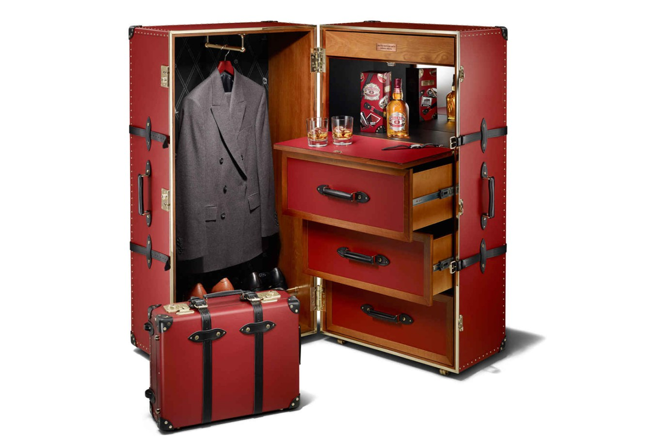 chivas-regal-globe-trotter-travel-trunk-1
